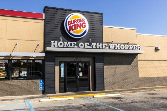 Her şey iki çocuğun imzasıyla oldu! Dünyaca ünlü fastfood zincirinde bir dönem sona erdi
