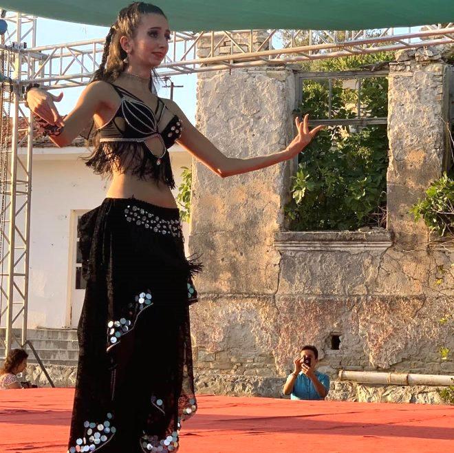 Süheyl Uygur'un eşi Burçin Orhon, dansözlük yapan kızına gelen eleştirilere yanıt verdi!