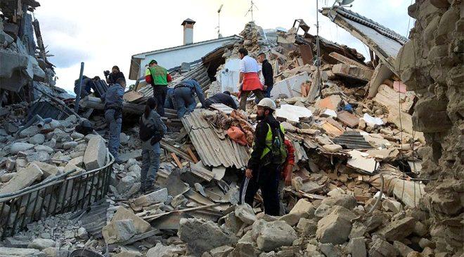 İtalya depreminde onlarca insanı enkazdan çıkaran kahraman köpek Kaos'un göz yaşartan hikayesi!