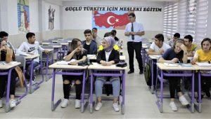 Burası Türkiye! Haftada bir gün okula gidip lise mezunu oluyorlar