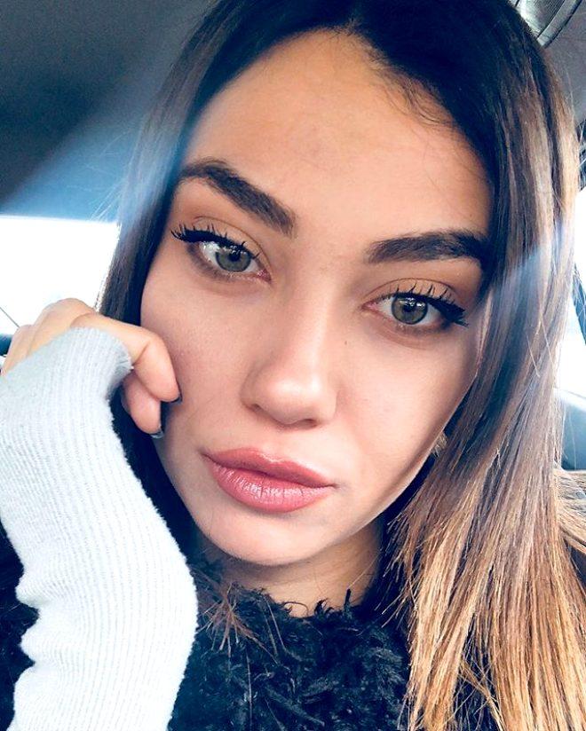 Kırgın Çiçekler'in Meral'i, cesur pozlarıyla Instagram'ı yıktı geçti