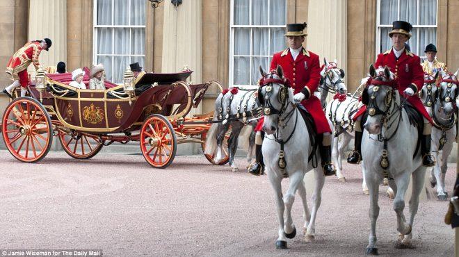 Kraliçe Elizabeth sarayına eleman arıyor! Yıllık 157 bin TL maaş ve 33 gün izin hakkı verilecek ancak tek bir şart var