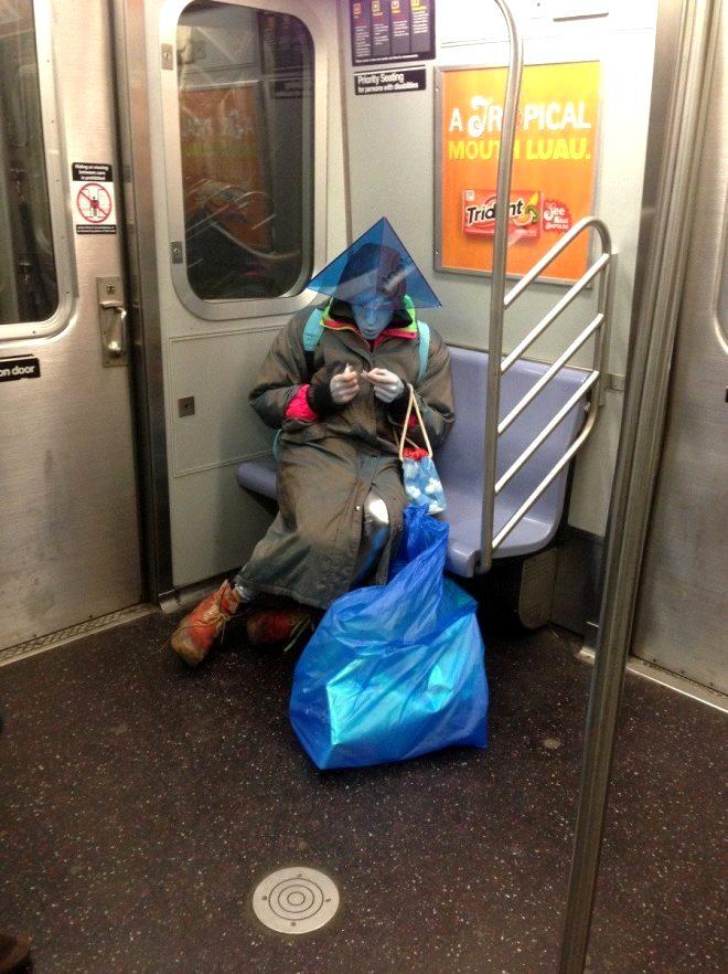 Metro istasyonunu yengeçler bastı! İşte metro istasyonlarında çekilmiş birbirinden ilginç 15 fotoğraf