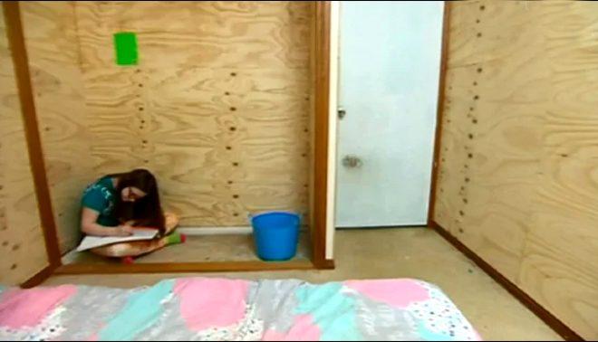 Kızı kendine zarar vermesin diye kulübeye kilitledi!