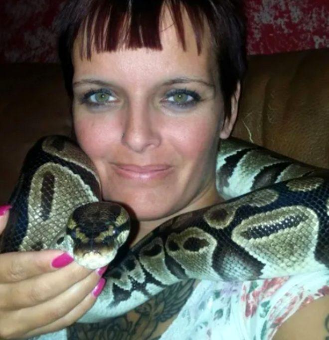 Beslediği 140 yılanla dolu evde boğularak öldürüldü!