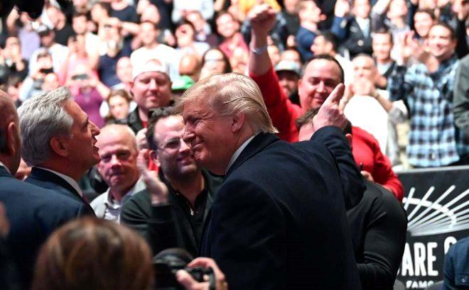 ABD Başkanı Trump protestolara aldırmadı! Maçı böyle izledi