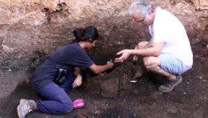 Antalya'da ürküten keşif! Antik Kent'te, kurşun kabın içinden 'kara büyü' çıktı
