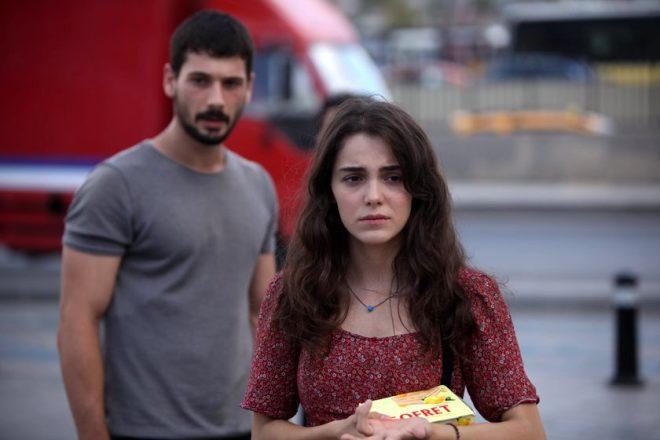 Aşk Ağlatır'ın masum Ada'sı mini eteğiyle poz verdi! Eleştiri yağmuruna tutuldu