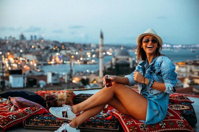 Dünyanın en ateşli sunucusu Türkiye'ye geldi! Kucak pozu olay oldu