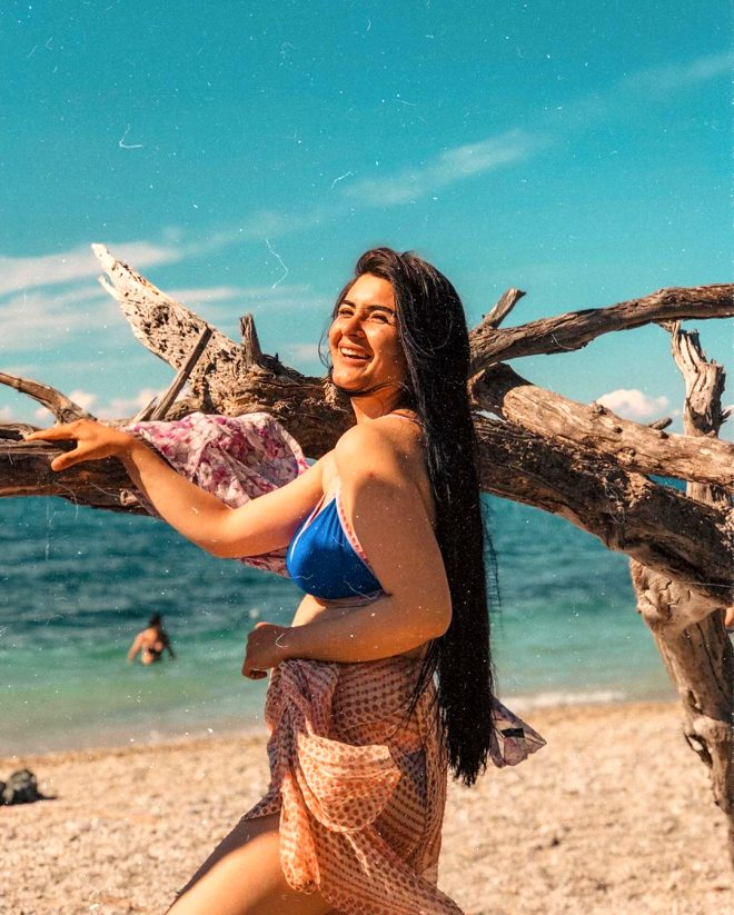 Gelin adayı Hanife'den aşk pozu! Topa tuttular