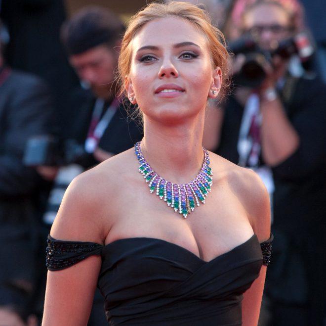 Ünlü oyuncu Scarlett Johansson'dan olay itiraf: Bir grup erkek tarafından cinselleştirildim!
