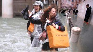 194 yıl önce resmedildiği gibi! Sel suları kanallar şehri Venedik'in canına okudu