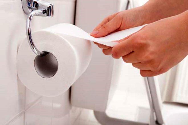 Dünyayı ikiye bölen tartışma! Yıkayarak mı, silerek mi temizlenmeli?