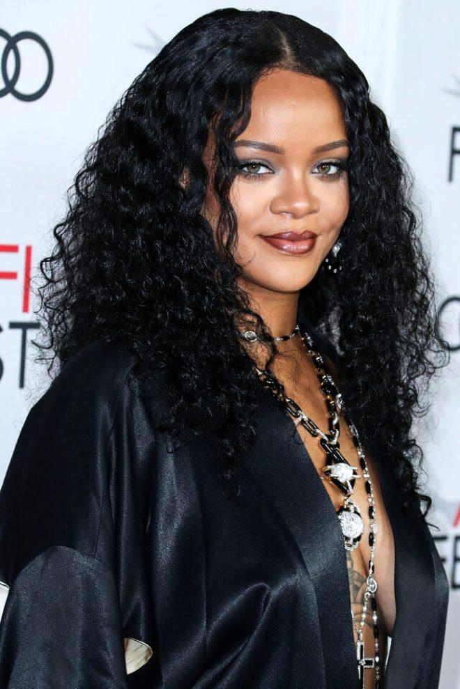 Rihanna yine sınırları zorladı! İç çamaşırsız tercihiyle tüm dikkatleri üzerine topladı