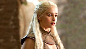 Game of Thrones'un Khaleesi'si Emilia Clarke'dan olay sevişme sahnesi itirafı: Babama izletmedim!