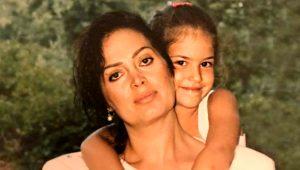 Türkan Şoray'ın kızı Yağmur Ünal'a bakın! Güzelliğiyle annesini aratmıyor