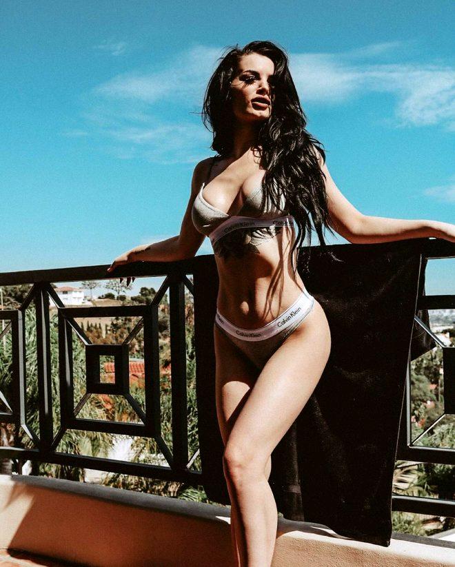 Cinsel ilişki görüntüleri sızan ünlü güreşçi Saraya Badevis, cesur pozlarıyla sınırları zorladı!
