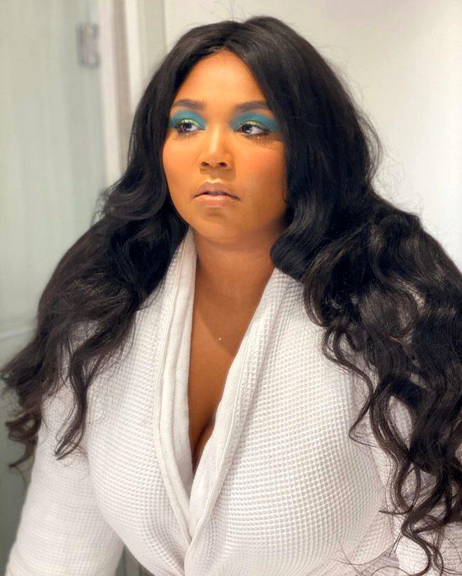 ABD'li şarkıcı Lizzo'nun çıplak banyo pozu olay yarattı! Kerem Bürsin iddialı paylaşıma kayıtsız kalamadı