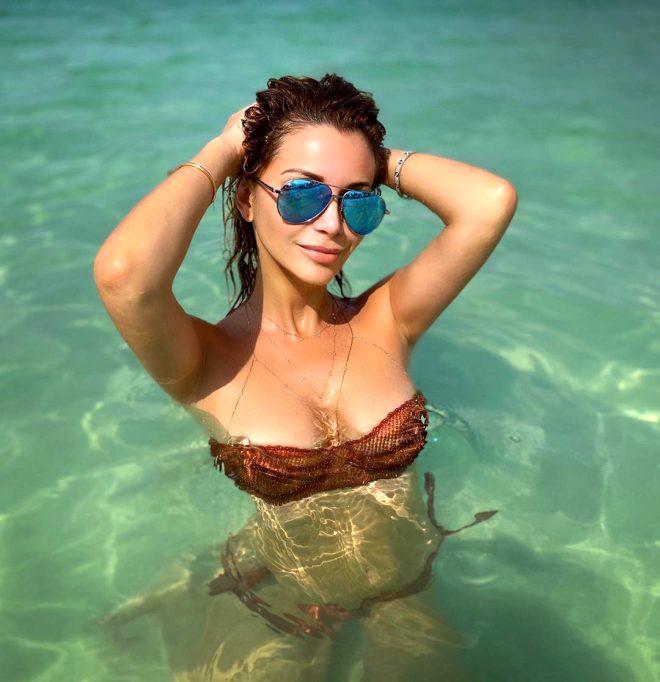 Ünlü şarkıcı Olga Orlov'un, çıplak havuz pozu sosyal medyada tepki çekti!