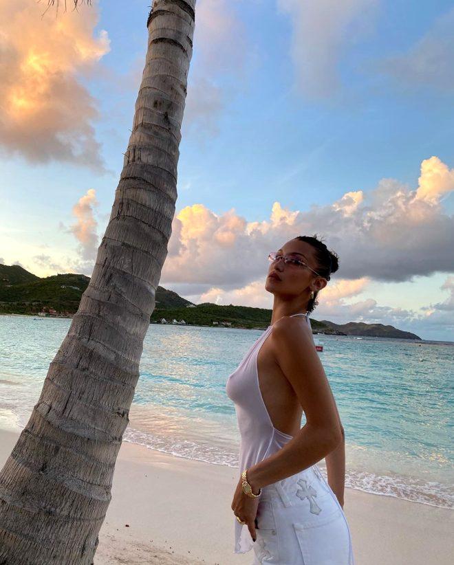 Güzel model Bella Hadid, Instagram'da şeffaf kıyafetiyle fotoğraf paylaştı! Beğeni butonu çöktü