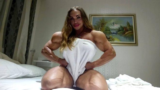 Rus kadın vücut geliştirici erkeklere taş çıkartıyor!