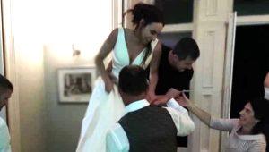 Düğünde büyük skandal! Alkolü fazla kaçıran damadın abisi, gelini merdivenlerden yuvarladı