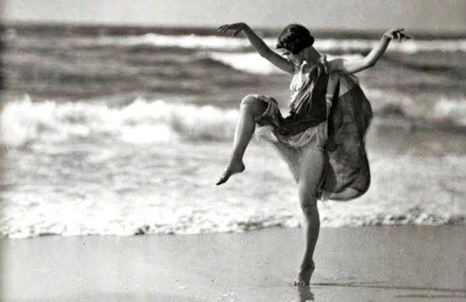 Dansçı Isora Duncan, boğularak hayatını kaybetti..