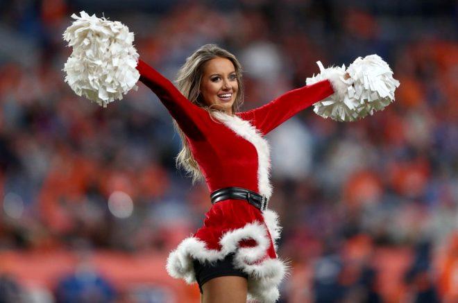 Ponpon kızlar galibiyet sevincini böyle yaşadı! Noel kostümleriyle büyülediler