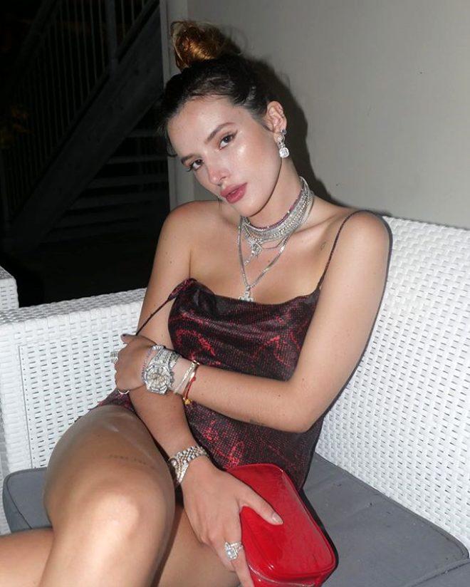 Cinsel içerikli film sitesinden ödül alan oyuncu Bella Thorne, mayolu paylaşımıyla Instagram'ı salladı