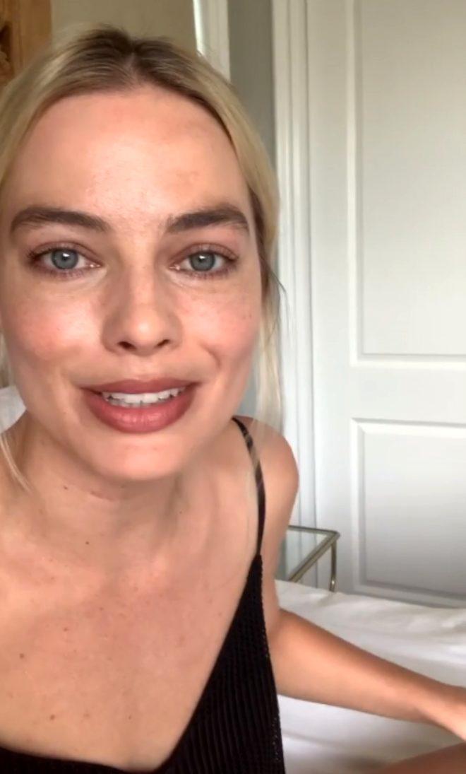 Güzel oyuncu Margot Robbie, 18 milyon takipçisine Instagram'dan yalvardı!