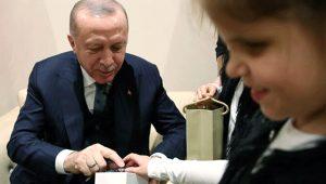 Bu mutluluk görülmeye değer! Cumhurbaşkanı Erdoğan'a engelli öğrencilerden özel hediye