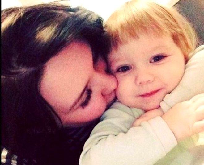 Annesinin evde tek başına bıraktığı 3 yaşındaki kız, açlıktan deterjan yiyip hayatını kaybetti
