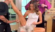 İngiliz oyuncu Kate Beckinsale'in, bacağını açıp makyaj yaptırdığı video Instagram'ı salladı!