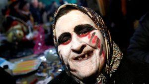 Korkmak isteyen 40 bin kişi, bu köye akın edecek! Balkan geleneği 'Bocuk Gecesi'nde bakın neler yapılıyor
