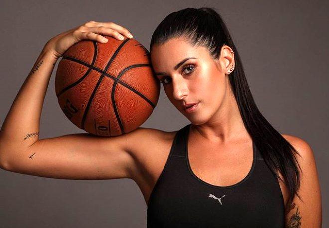 Ünlü basketbolcu Valentina Vignali, çırılçıplak soyunup poz verdi! Beğeni butonu çöktü