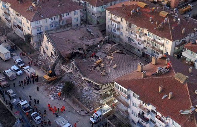 Elazığ depreminde yıkımın boyutu gün ağarınca ortaya çıktı! Ekipler zamanla yarışıyor