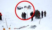 Çığ altında kalan 2 kişiyi arayan ekibin üzerine çığ düştü! İşte Van'daki felaketten yürek burkan kareler