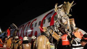 Pistten çıkıp 3 parçaya bölünen uçak kazasından arda kalanlar dehşete düşürdü