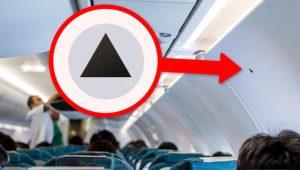 Uçak kabinlerinin duvarında duran siyah üçgen bakın ne işe yarıyor?