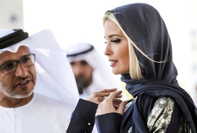Cami ziyaretinde bulunan Donald Trump'ın kızı, uzun kıyafeti ve siyah başörtüsüyle dikkat çekti