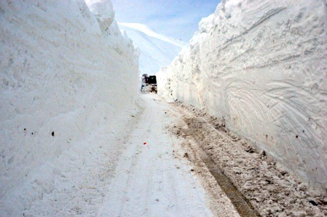 Burası Sibirya değil Türkiye! İşte kar kalınlığının 6 metreyi aşıp yolları kapadığı Yüksekova'dan kareler