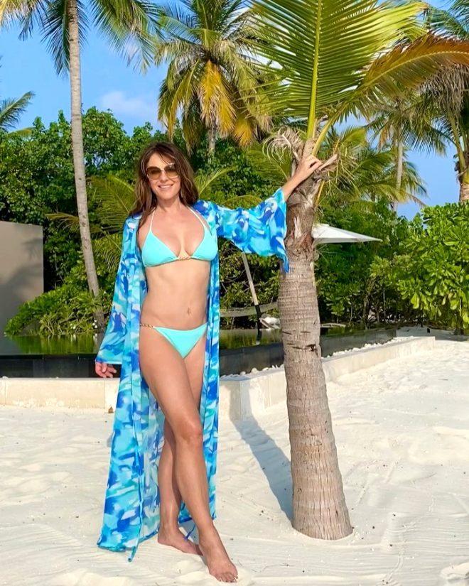54 yaşındaki Elizabeth Hurley, bikinili pozlarıyla genç kızlara taş çıkarttı