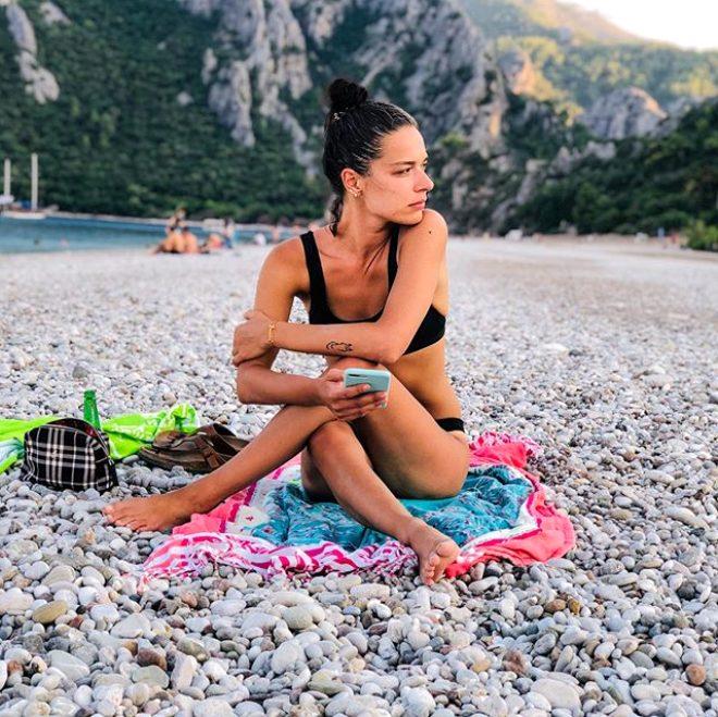 Yasak Elma'nın Zehra'sı Şafak Pekdemir'e bir de Instagram'da bakın! Bikinili pozları olay