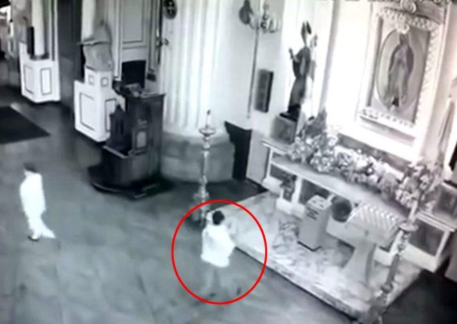 Öfkeli adam 'Duam kabul olmadı' deyip kilisedeki Meryem Ana tablosunu kırdı