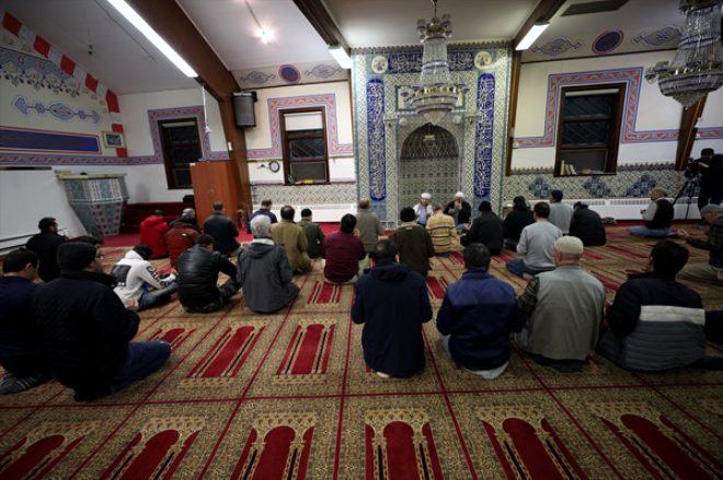New York ile New Jersey'deki camilerde eller, İdlib şehitleri ve Mehmetçiğe dua için kalktı!