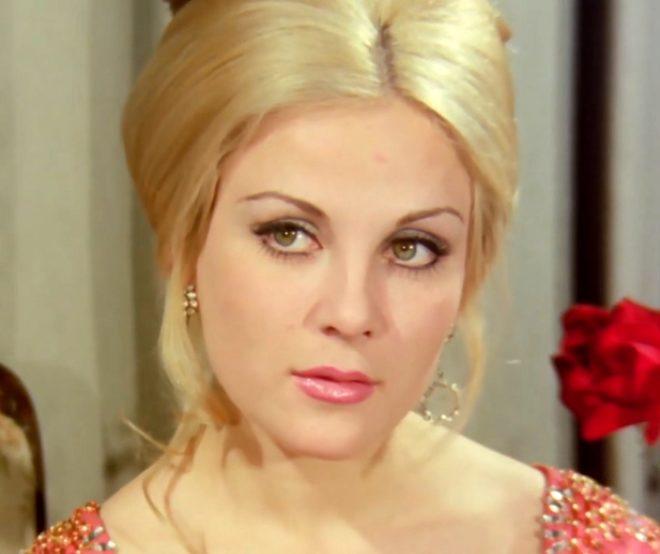 Malkoçoğlu'nun Prenses Beatris'i Esen Püsküllü'ye bir de şimdi bakın! Gözlerden uzak emeklilik hayatı yaşıyor