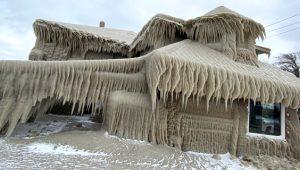 New York'taki fırtına kabusu yaşattı! Sadece 1 günde evleri 2 metre buzla kaplandı