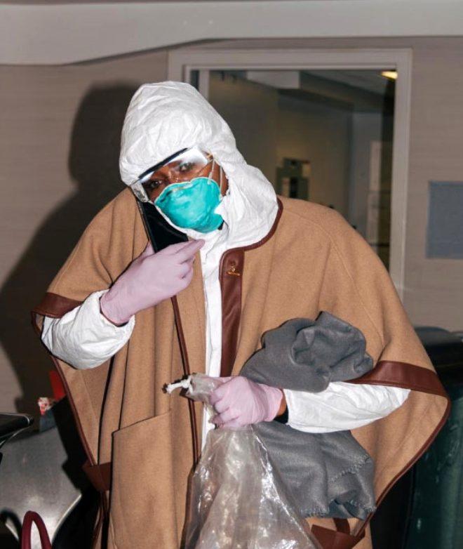 Koronavirüse karşı sıkı önlem alan manken Naomi Campbell'ı görenler tanıyamadı