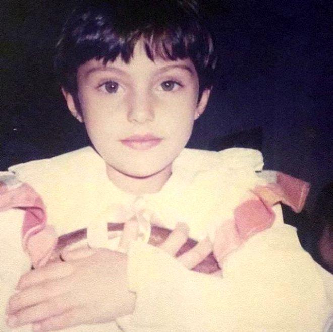 Ekranların yosun gözlü güzel oyuncusu Tuvana Türkay'ın çocukluk fotoğrafına beğeni yağdı