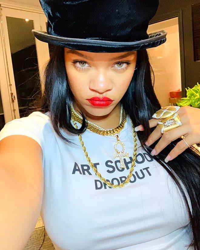 Popun kraliçesi Rihanna'dan koronayla mücadeleye 5 milyon dolarlık dev yardım